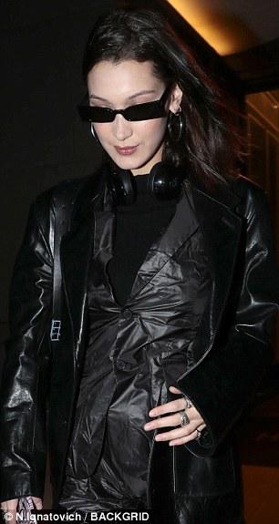 بيلا حديد ترتيد ملابس ماتركس  (3)