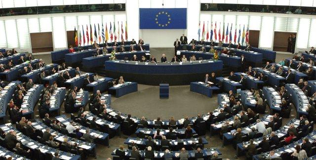 الاتحاد الأوروبى يضيق الخناق على فيس بوك فى مواجهة مرشحة للتصاعد