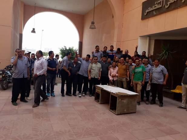 وقفة احتجاجية لأفراد أمن مستشفى جامعة المنوفية للمطالبة بتثبيتهم (3)