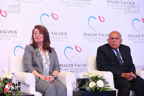 مجدى يعقوب مركز القلب الجديد سيستقبل 80 ألف مريض بالعيادات