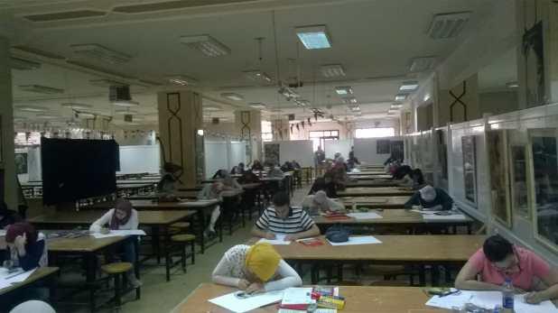 الطلاب اثناء تادية اختبار القدرات (5)
