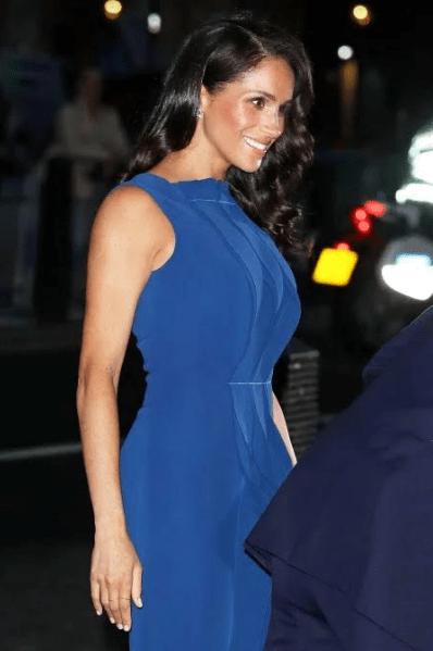 ميجان ماركل فى فستان أزرق أنيق