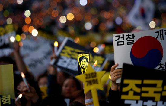 تظاهرات داعمة لوزير العدل بكوريا الجنوبية