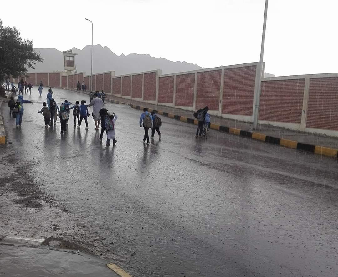 سقوط أمطار بالبحر الأحمر (2)