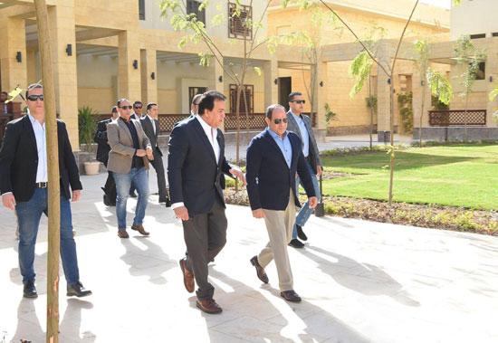 السيسى يتفقد جامعة الملك سلمان (3)