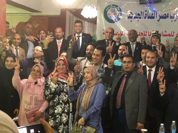 فتاة مصرية تعقد مؤتمراً عاماً للمشاركة في الاستفتاء على التعديلات الدستورية (1)