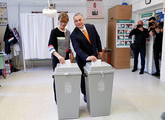 رئيس وزراء الدنمارك فيكتور أوربان وزوجته