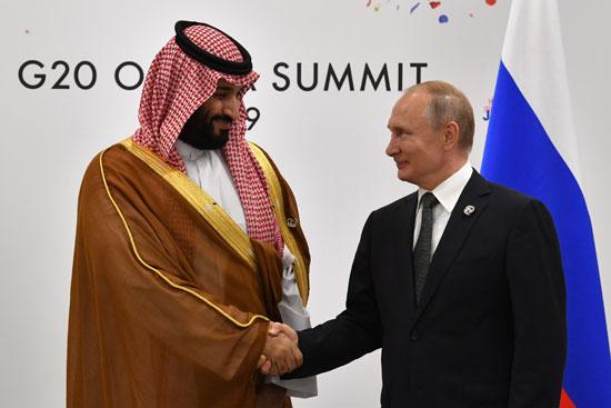 بوتين يصافح الأمير محمد بن سلمان