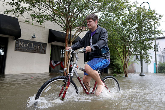 الإعصار بارى يضرب نيو أورليانز الأمريكية (5)