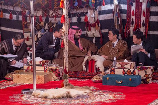 رئيس-وزراء-اليابان-داخل-خيمة-بالسعودية