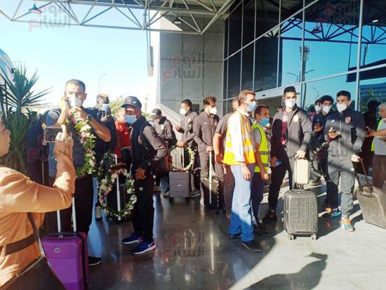 وصول بعثة الأهلي إلى القاهرة قادمة من المغرب (8)