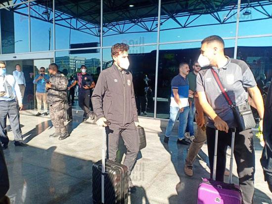 وصول بعثة الأهلي إلى القاهرة قادمة من المغرب[4)