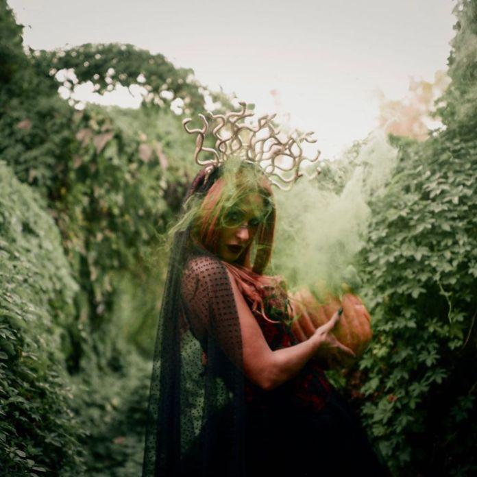 Mays Hamdan during the photo shoot (3)