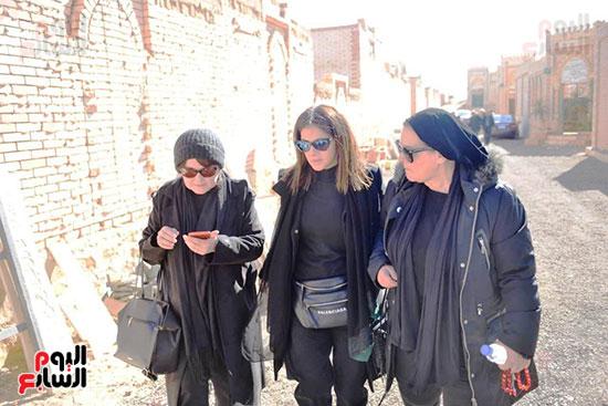 , بالفيديو والصور : دفن جثمان الراحلة نادية لطفى بـ 6 أكتوبر بجوار مدفن الفنانة ماجدة