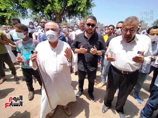 تشييع-جثمان-طبيب-الغلابى-الدكتور-محمد-مشالى-لمثواه-الأخير--(22)