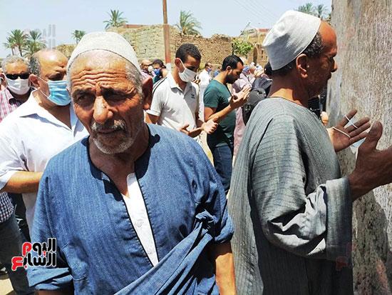 تشييع-جثمان-طبيب-الغلابى-الدكتور-محمد-مشالى-لمثواه-الأخير--(23)