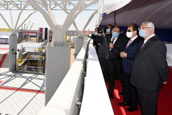 الرئيس عبد الفتاح السيسي داخل محطة مترو عدلى منصور  (5)