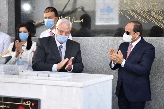الرئيس عبد الفتاح السيسي داخل محطة مترو عدلى منصور  (11)