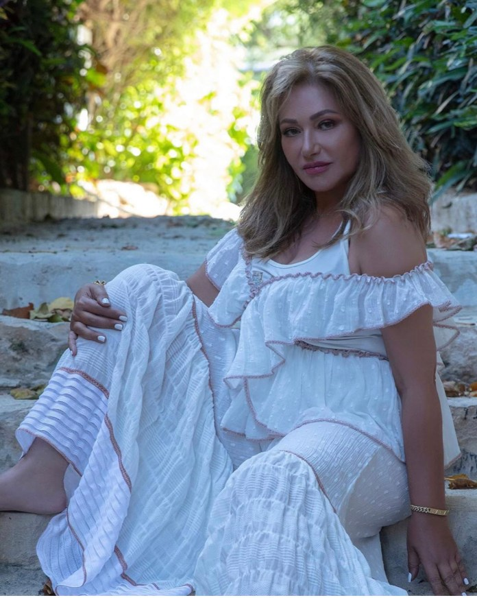 1452921-Layla-Alawi-in-session-photography-attractive-in a white-dress
