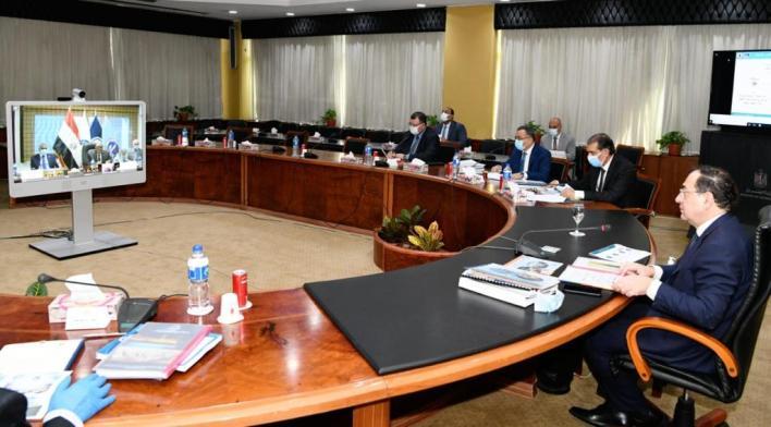 المهندس طارق الملا وزير البترول والثروة المعدنية خلال الجمعيات (3)