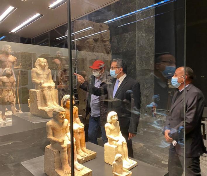 وزير السياحة يتفقد المتحف