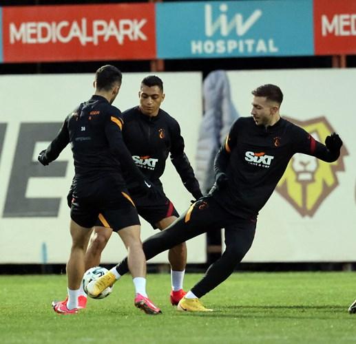 Mustafa in the exercises Galatasaray