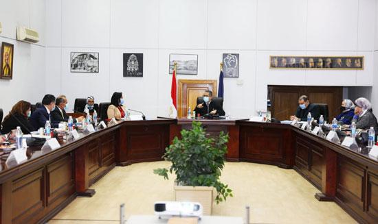 اجتماع-مجلس-إدارة-صندوق-السياحة-برئاسة-الدكتور-خالد-العناني-1