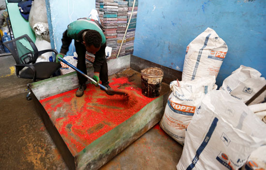 Kenya manufactures bricks stronger than concrete, recycling plastic waste (6)