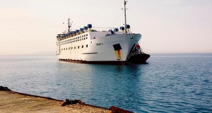 وصول السفينة ميناء الطور