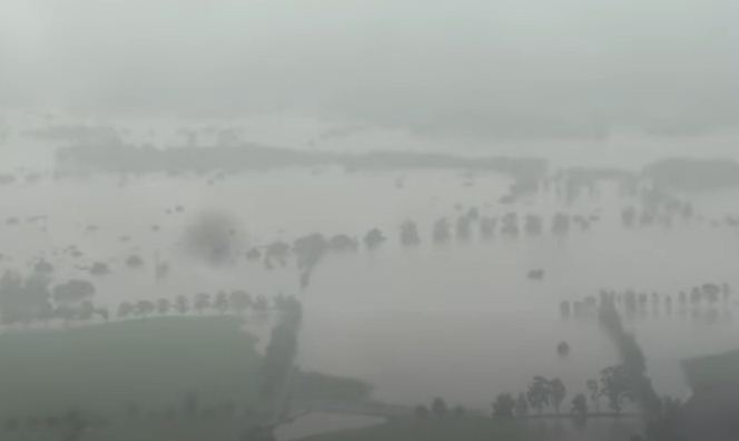 Floods ravage Australia
