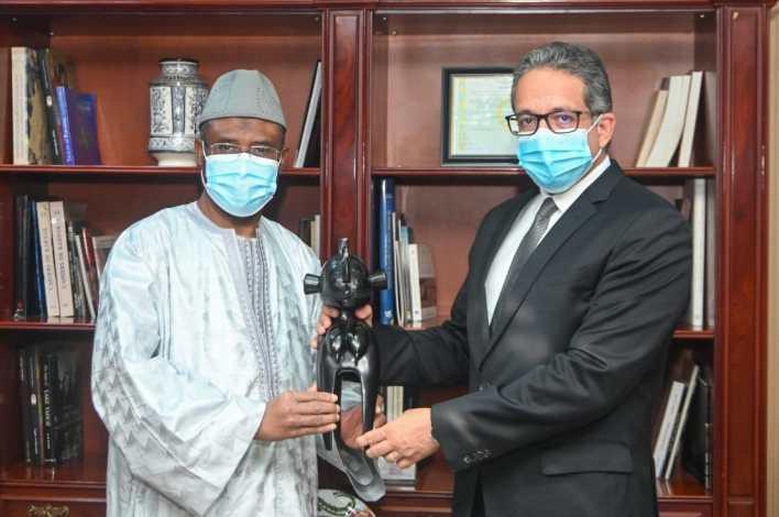 وزير السياحة والآثار وسفير دولة غينيا (2)