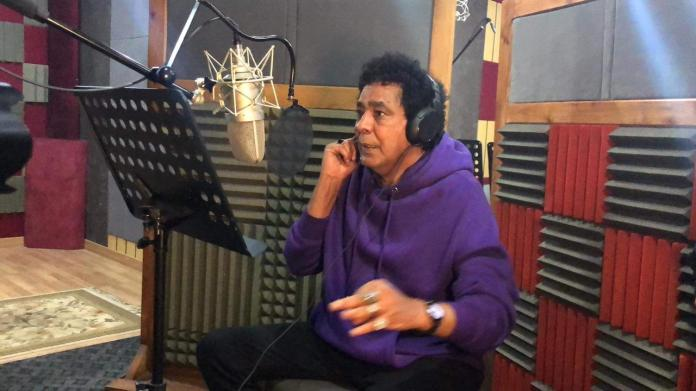 Mohamed Mounir recording a lost song
