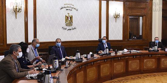 رئيس الوزراء يستعرض مخطط تطوير حديقة الفسطاط (1)
