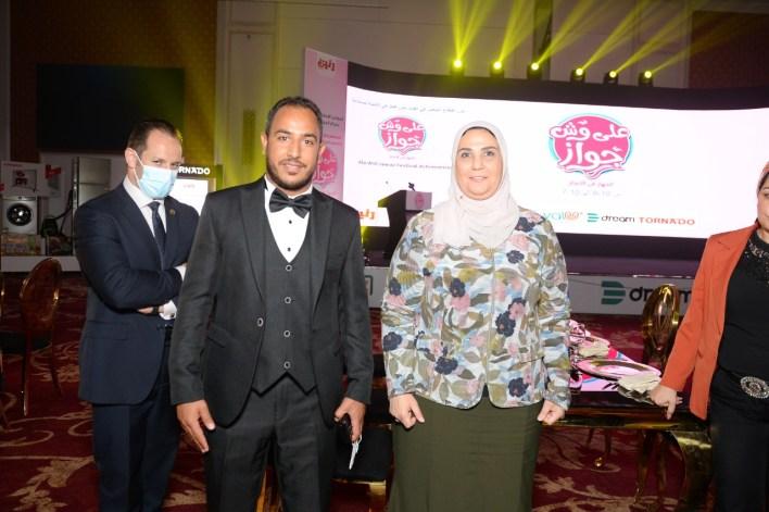 رنين تحتفل بنجاح مهرجان على وش جواز بحضور وزير التضامن (3)