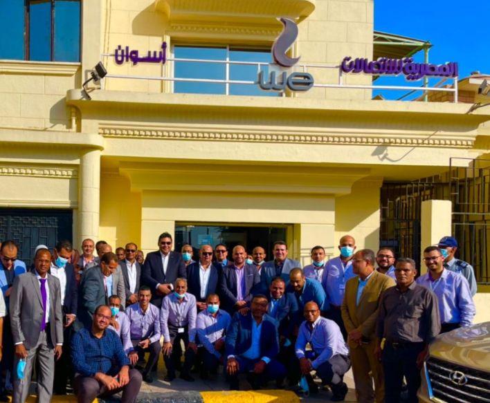 الرئيس التنفيذي للمصرية للاتصالات يلتقي العاملين بمحافظة أسوان (2)