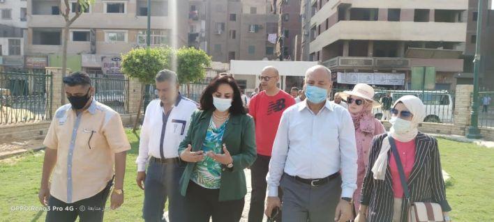 نائب وزير السياحة وعدد من المسئولين أثناء تفقد عمليات التطوير