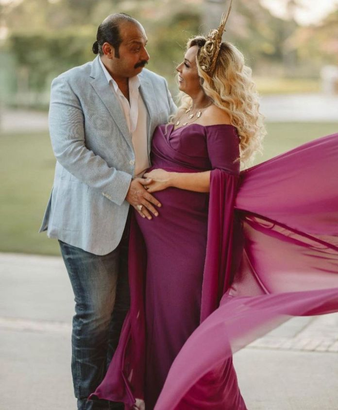 Mohamed Tharwat and his wife in a pregnancy photo session (3)