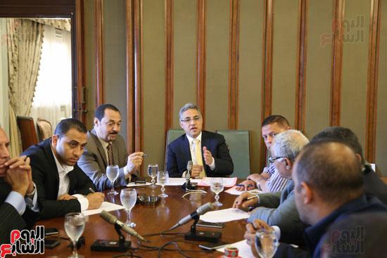 1-(1)لجنة الإدارة المحلية بالبرلمان