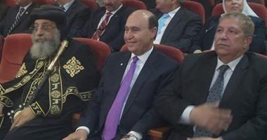 مميش والبابا تواضروس ومحافظ الإسماعيلية فى مركز المحاكاة