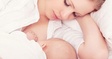 """""""ديلى ميل"""": فطام الرضع قبل بلوغهم السنة الأولى يصيبهم بالسمنة"""