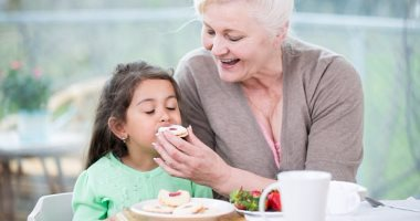 دراسة: الأطفال القريبون مع أجدادهم أكثر عرضة للسمنة