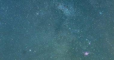 بسبب تلوث الضوء ، يستطيع شخص واحد فقط من بين كل 50 شخص رؤية النجوم