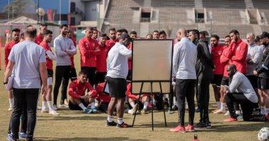 جلسات خاصة تجمع موسيماني ولاعبي الأهلي لمذاكرة المريخ فى دوري الأبطال