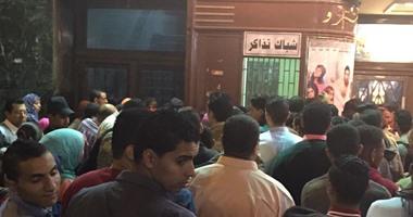 بالفيديو حسن الرداد يشعل سينما مترو أثناء مشاهدة زنقة