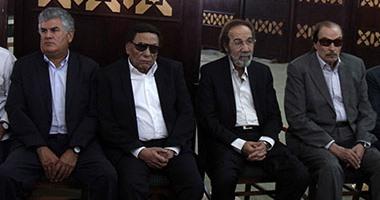 بالفيديو والصور نجوم مصر يشاركون فى جنازة نور الشريف