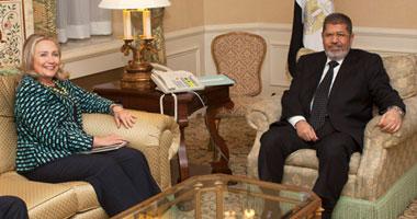 """وثائق أمريكية تكشف: كلينتون عرضت على مرسى إرسال خبراء لـ""""هيكلة الداخلية"""""""