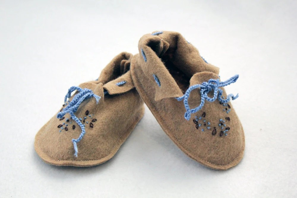 Baby Moccasins, Tan Baby Booties, Embroidered Baby Booties, Baby Moccasin, Blue Brown Bootie - LBBStudios