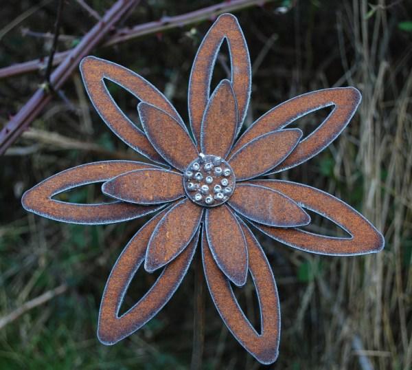 rusty metal flowers garden art Rusted Flower Garden Art Garden Stake Decor