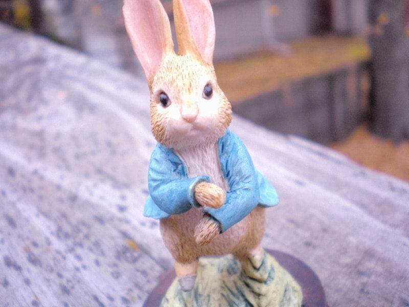 Vintage BEATRIX POTTER FIGURINE Peter Rabbit Running By