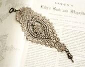 lace bracelet cuff -AGHNA- taupe - tinaevarenee